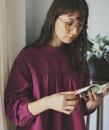 【キナリノ掲載商品】ダブルフロントクラフトパーツ刺繍ブラウス